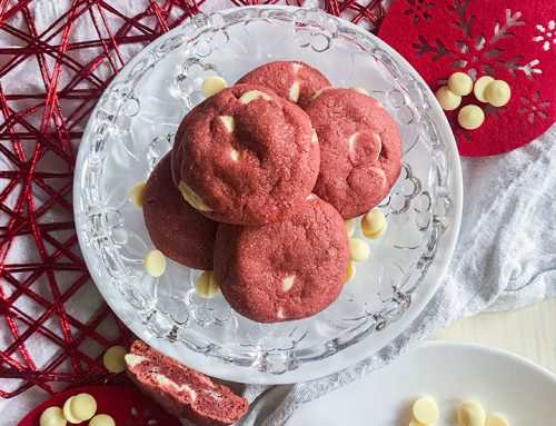 Rdeči velvet piškoti z belo čokolado