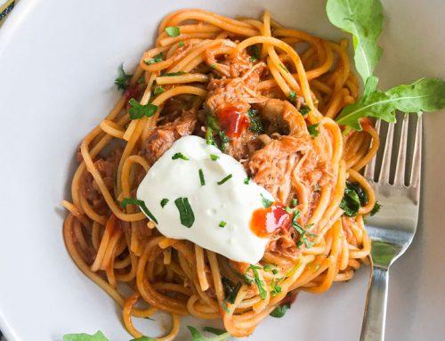 Barbecue špageti z natrgano svinjino