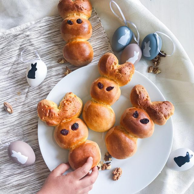 😋 New recipe for Easter 👉👉🐰 Stuffed Easter Bunnies that I made today are super fun to create and will definitely be liked by the kids, especially because they are holding a secret 👉 😍 walnut stuffing. 😊 Do you like this idea❓  The recipe is a bit longer and won't fit in captain here so you need to check out my blog if you want more info. (link in bio)  👉 You are welcome to tag a friend who would love this recipe idea.👈⁠   ⁠ Recept v 🇸🇮 že na blogu (link v bio).👍 ⁠