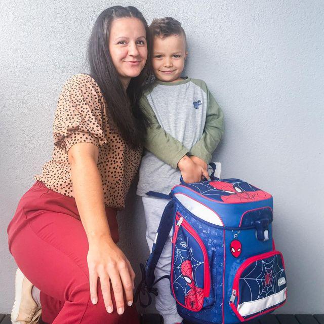 Pa je šel, v šolo! 😍😁   Ne morem verjeti, da je moj mali prvorojenček imel danes prvi dan šole. 😱 Tako hitro gre čas. V mojih očeh je še vedno mali pišek, a on odrašča in nove izzive sprejema tako pogumno, kot da ni nič. Bravo cuker moj, le tako naprej. ❤️   #prvosolcek #prvidanskole #mama #schoolboy